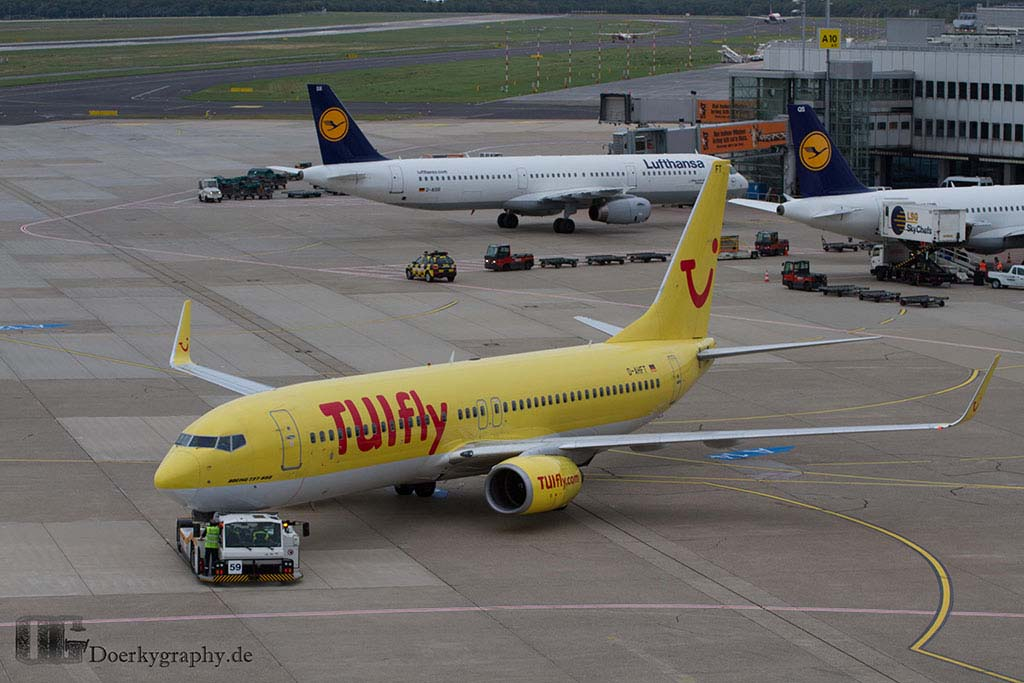 TUIFly going to Taxiway
