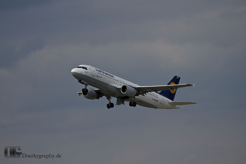 Lufthansa Airbus A320 Start and Gear go up