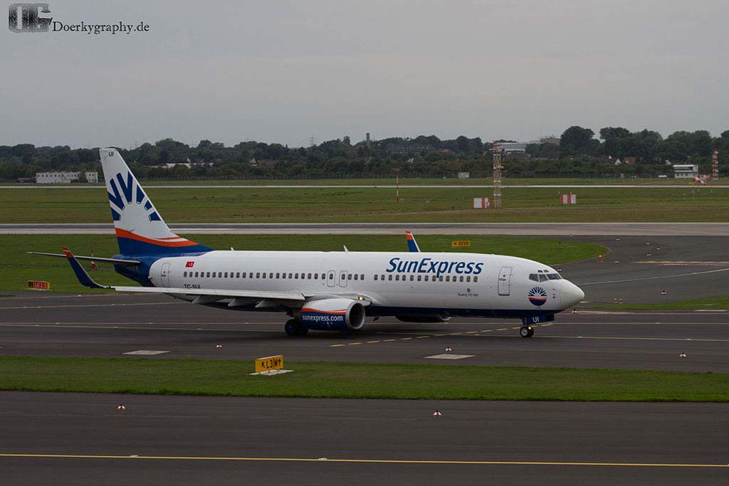 Sun Express Boing 737 on Taxiway
